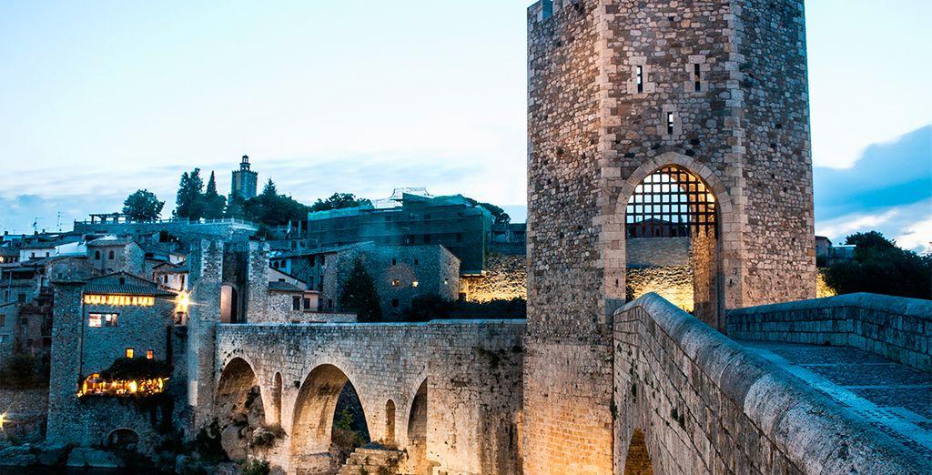 La ciudad de Besalú, cerca de Girona, tuvo un esplendor que ha quedado marcado en sus calles y monumentos