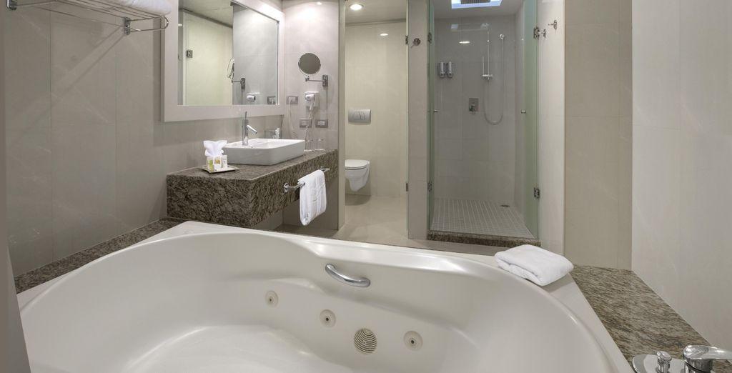 Con un lujoso cuarto de baño