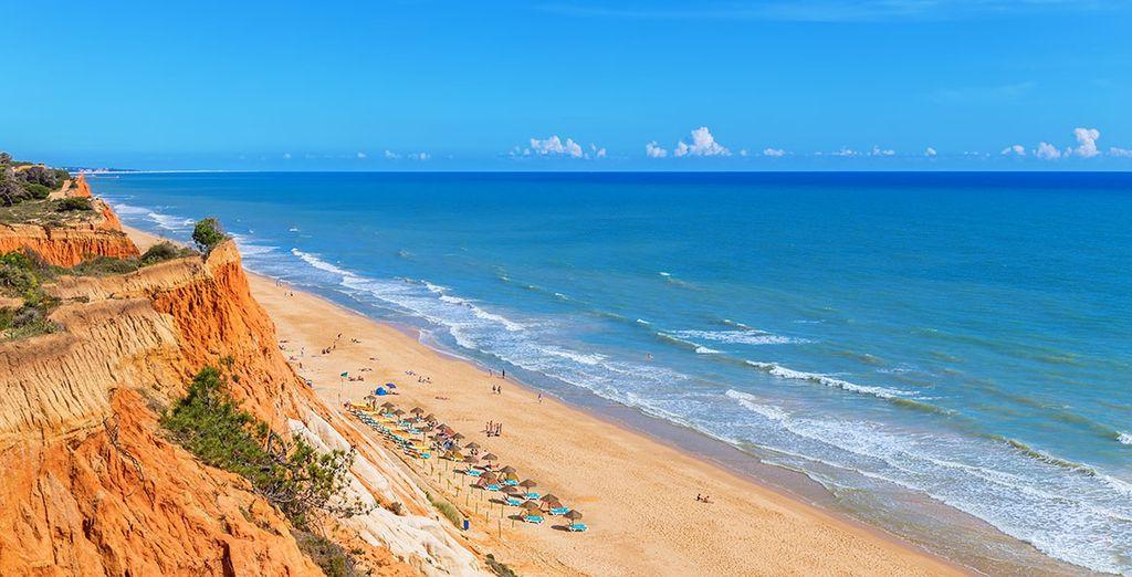 Camina por las playas más bellas de la región