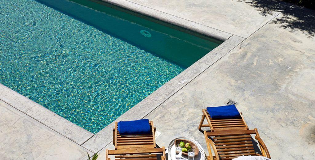 Disfrute de un refrescante baño en la piscina