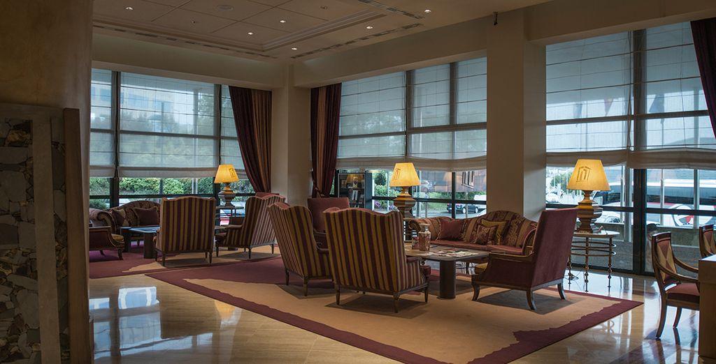 El Hotel combina la calidad de los materiales nobles...