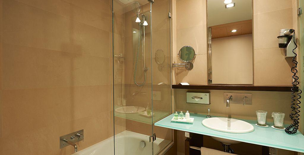 Equipada con un elegante baño