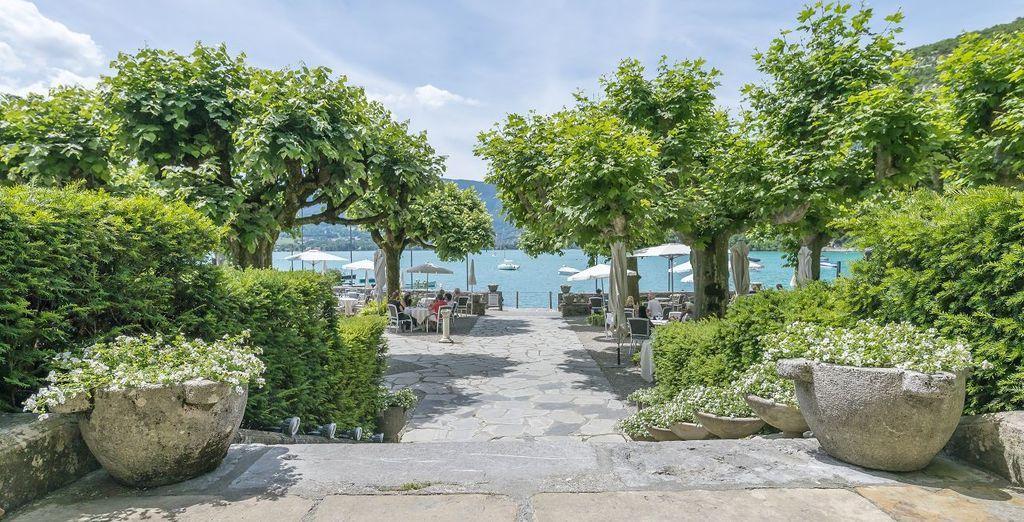 Hôtel de prestige avec restaurant gastronomique donnant sur le lac