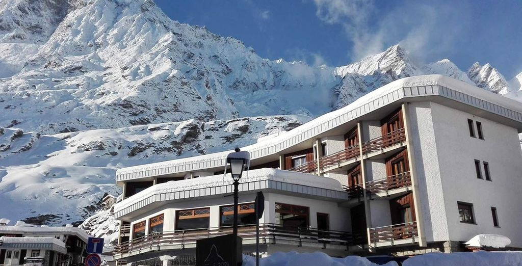 Nous vous installons à l'hôtel Europa 4* sur lequel veille le mythique Mont Cervin