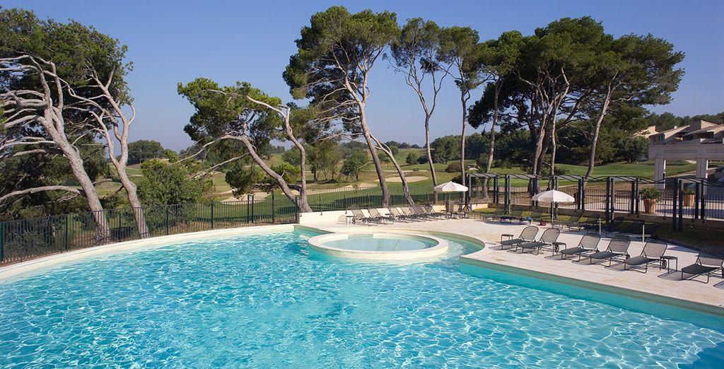 Ainsi que de la grande piscine, sous un beau soleil...