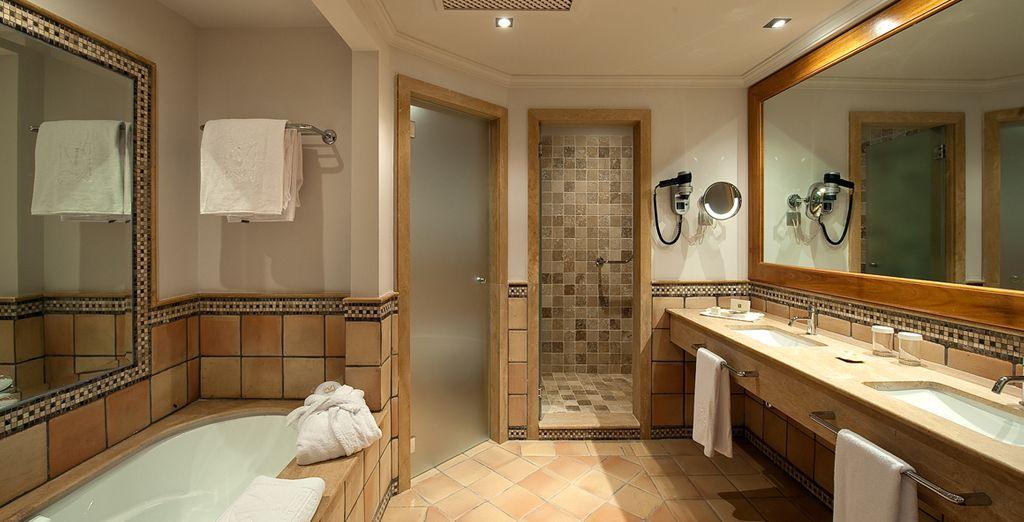 Avec salle de bains spacieuse