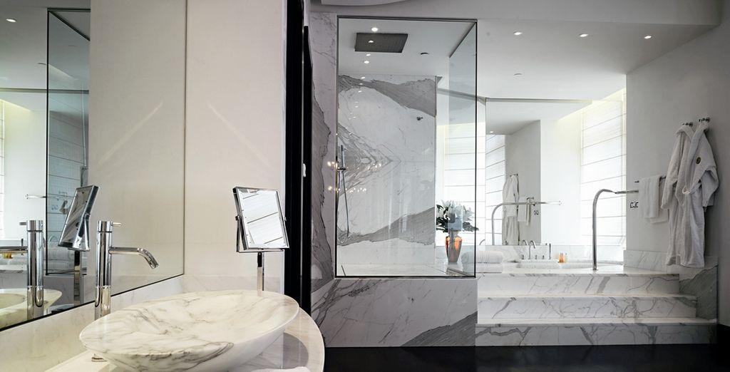 Hôtel de luxe avec salle de bain privative spacieuse