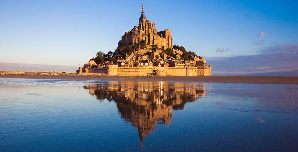 Photographie du Mont Saint Michel et ses architectures gothiques incontournables