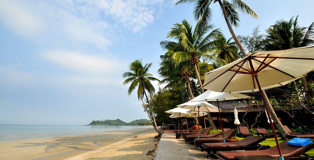 Face à la tranquille plage de Klong Prao