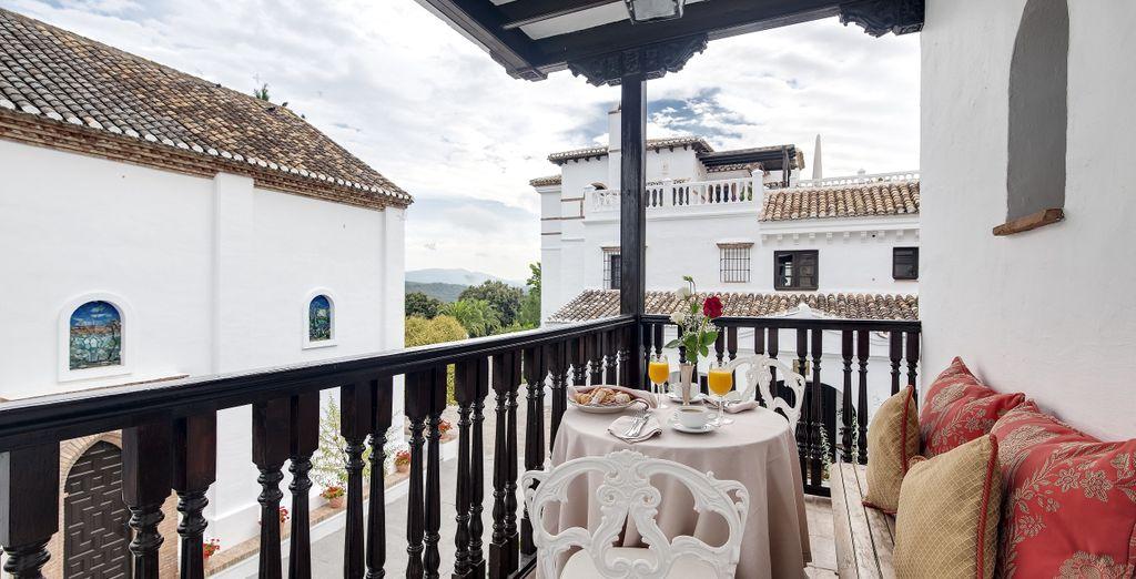 S'ouvrant sur un agréable espace extérieur donnant sur les oliveraies de la finca...