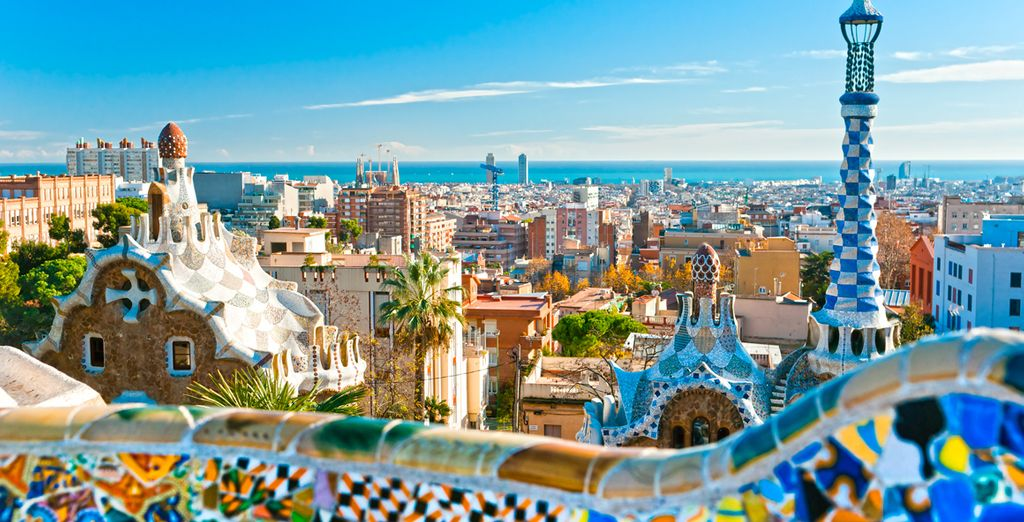 Selon le circuit de votre choix, admirez l'architecture néo-gothique de Barcelone...