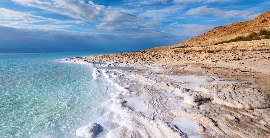 Faites l'expérience d'une baignade dans les eaux salées de la mer Morte