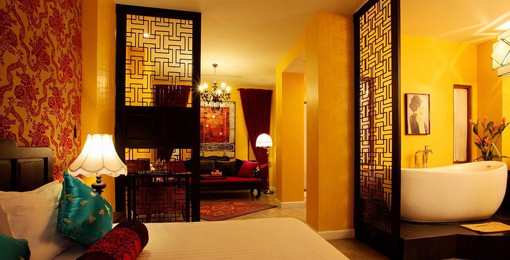 Hôtel de luxe 4 étoiles avec chambre tout confort, salon et décoration chalereuse