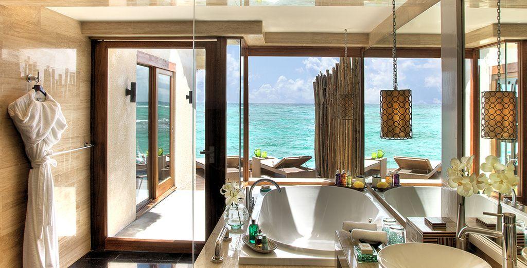 Prenez un bain et laissez-vous bercer par les doux clapotis de l'océan