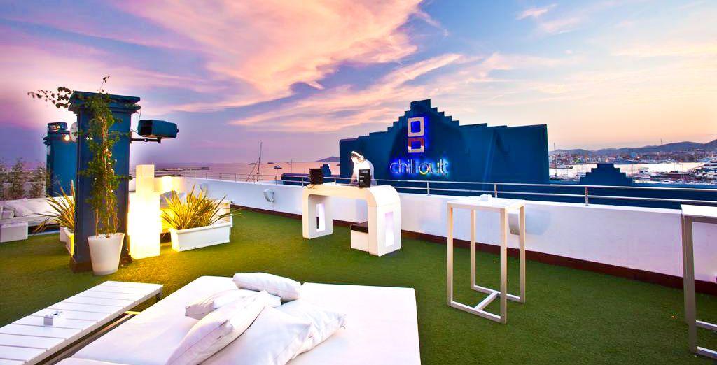 Et si vous preniez un verre sur un rooftop avec vue sur la marina ?