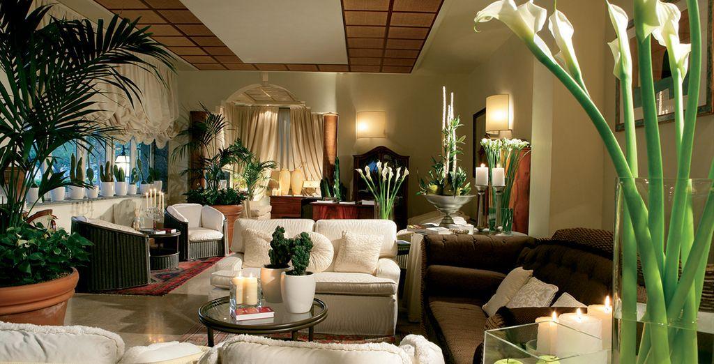 Dès le lobby, le ton de votre séjour sera donné : confort et élégance !