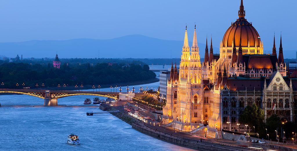 Photographie de la ville de Budapest et du Parlement hongrois