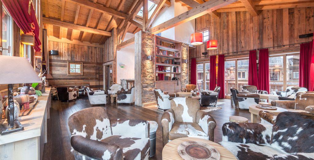 La décoration intérieure est à la fois moderne et chaleureuse...