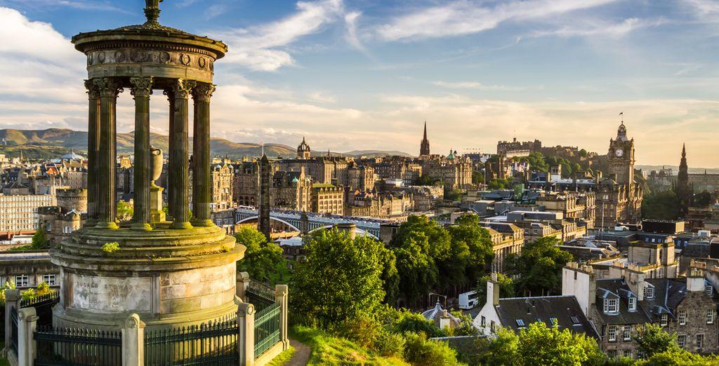 Photographie de la ville de Edimbourg en Ecosse et ses beaux monuments historiques