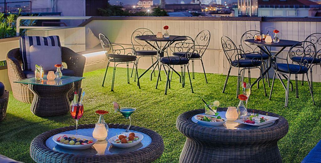 En début de soirée, par beau temps, offrez-vous un verre en terrasse
