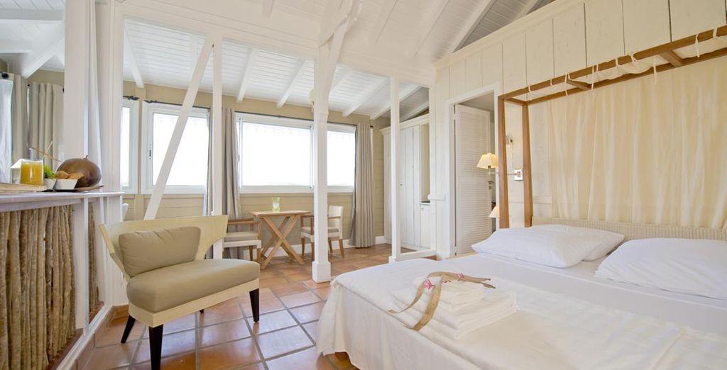 Hôtel haut de gamme avec chambre double tout confort et piscine extérieure