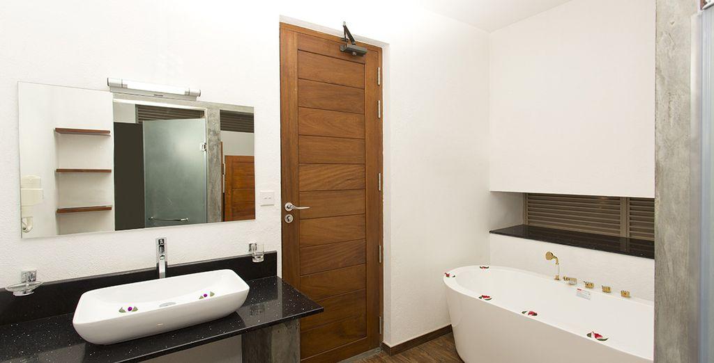 Avec salle de bain parfaitement équipée
