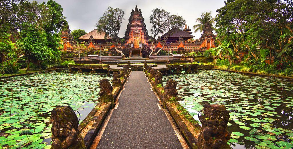 Photographie d'un temple à découvrir lors d'une escapade à Bali