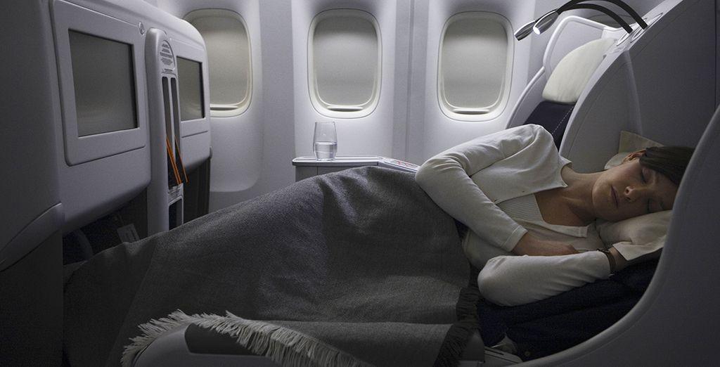 ....Et profitez d'un siège qui se transforme en un lit spacieux mesurant jusqu'à 2 mètres de long