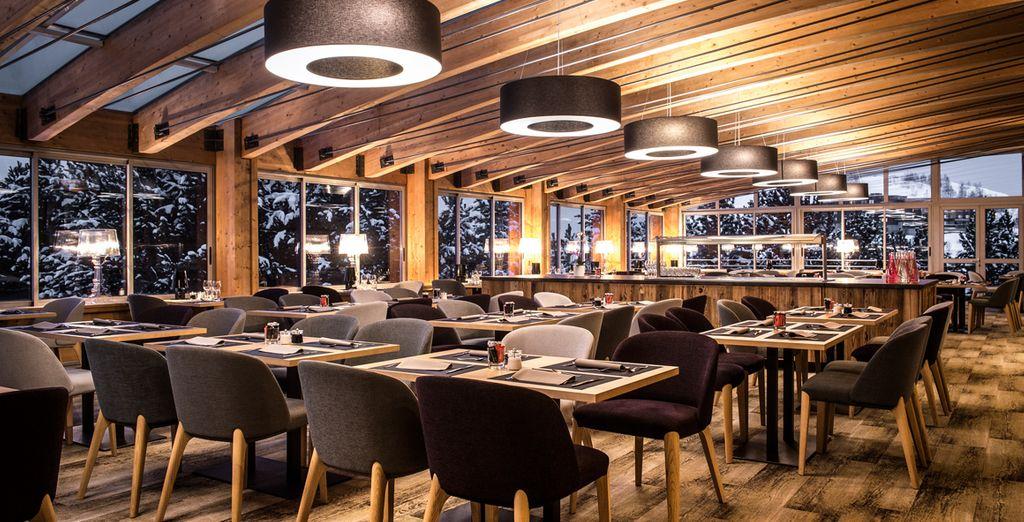 Prenez place à l'une des tables du restaurant pour découvrir toutes les spécialités gourmandes de la région...