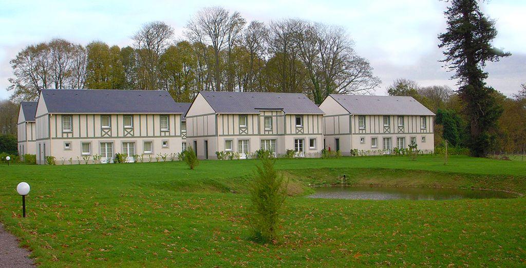 Vous séjournerez dans un adorable hameau de maisons jumelées, sur un terrain de plusieurs hectares