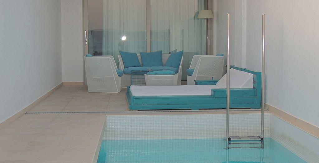 Et sa piscine privée face à la mer