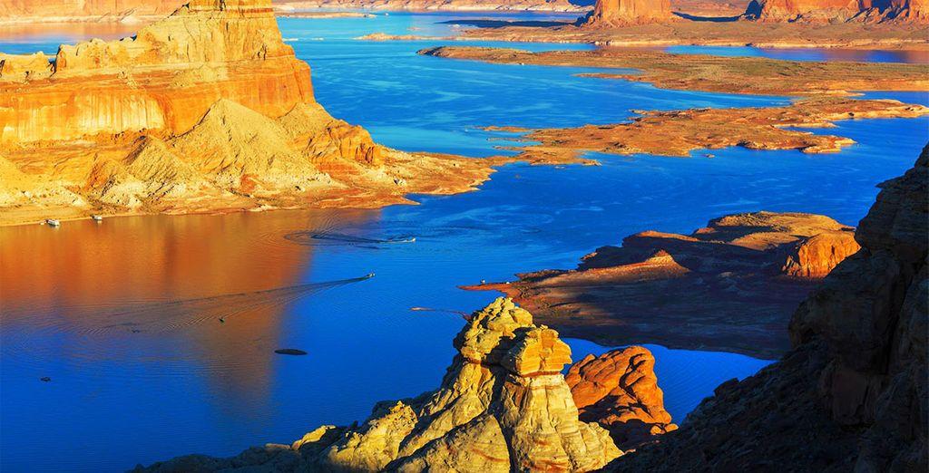Faites ensuite une pause sur les bords du Lake Powell... Pour une étape vraiment magique