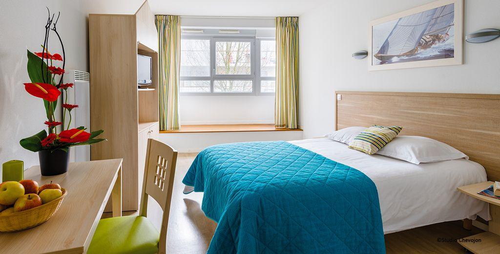 Hôtel de charme avec lit double tout confort, vue sur la ville de La Rochelle et à proximité de toutes activités