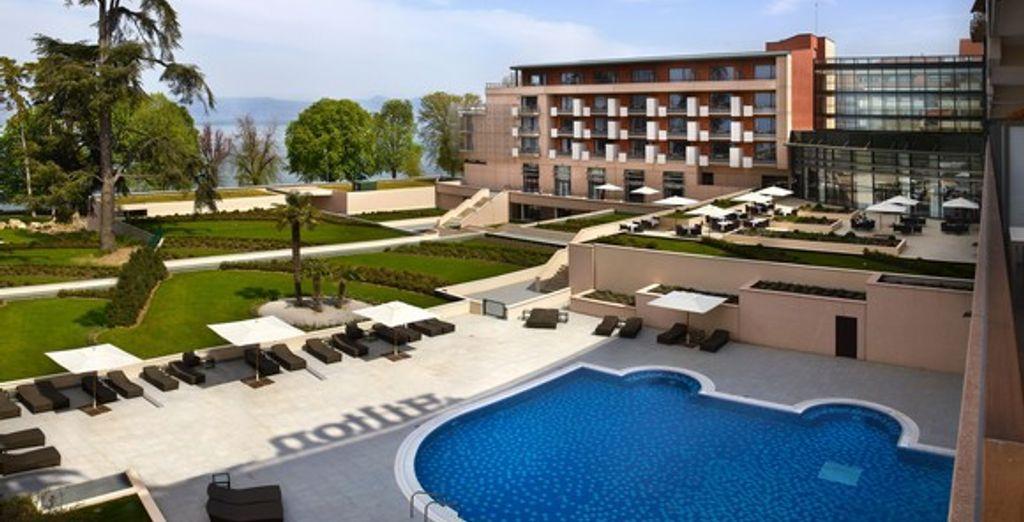 La piscine extérieure - Hôtel Hilton Evian-les-Bains **** Evian Les Bains