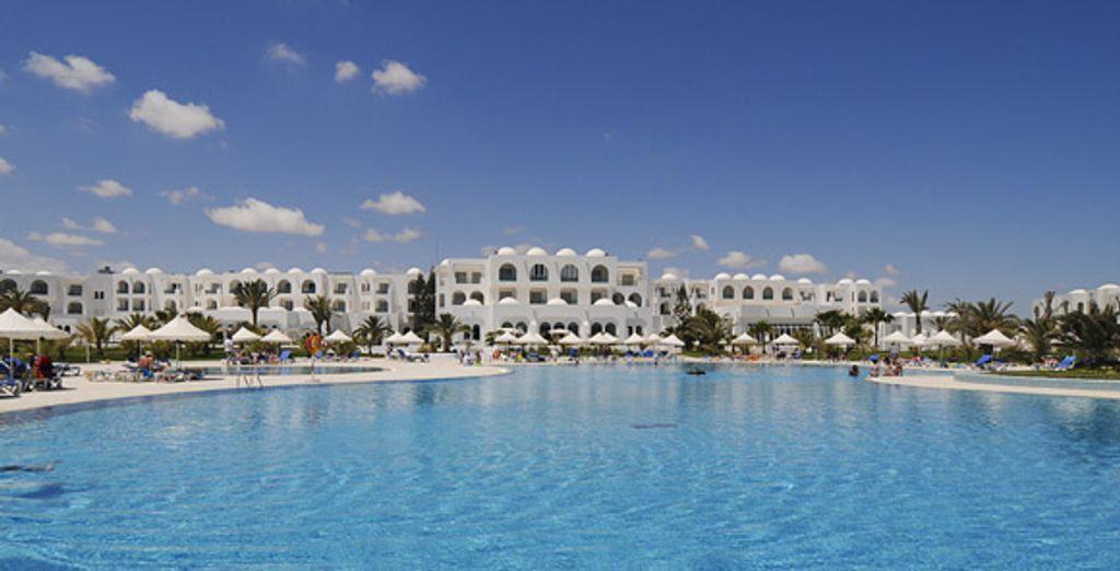 L'hôtel et l'une des ses piscines - Hôtel Vincci Helios Beach **** Djerba