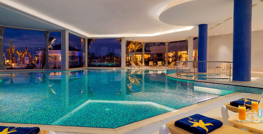 Ou la superbe piscine intérieure