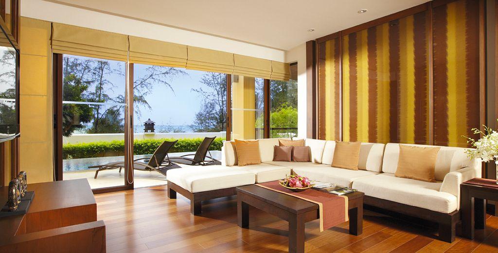Dans l'élégante Suite du Moevenpick Bangtao Beach Resort 1 chambre avec piscine ...
