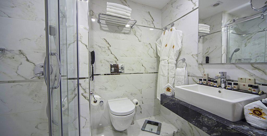 accompagnée d'une agréable salle de bains