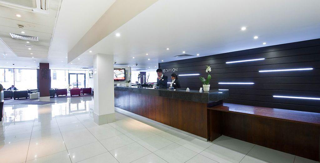 Découvrez le lobby à la décoration contemporaine