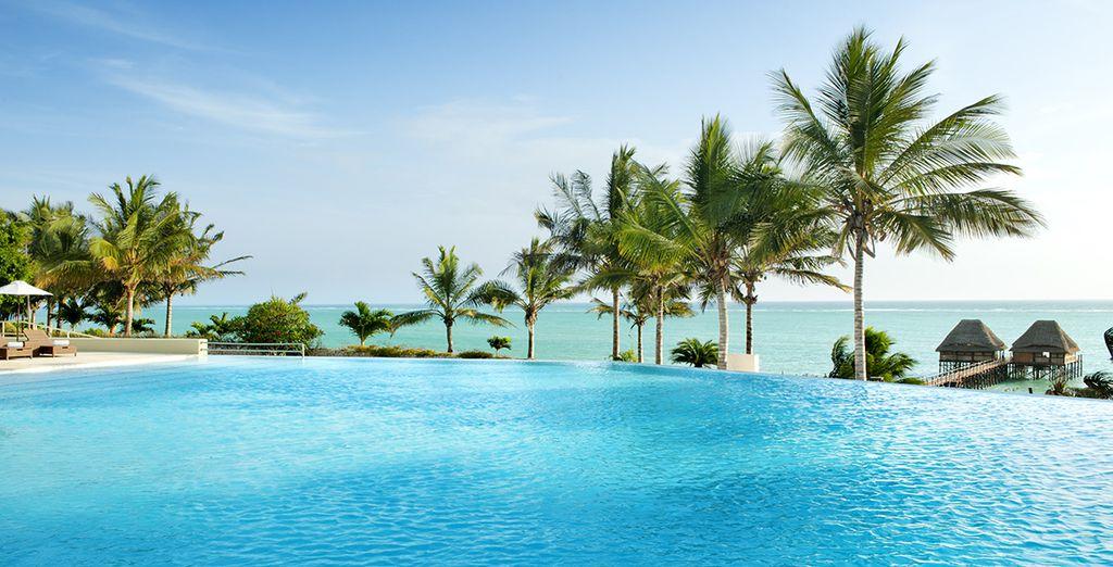 Avant de découvrir les merveilleuses installations du complexe : piscine à débordement face à l'océan....