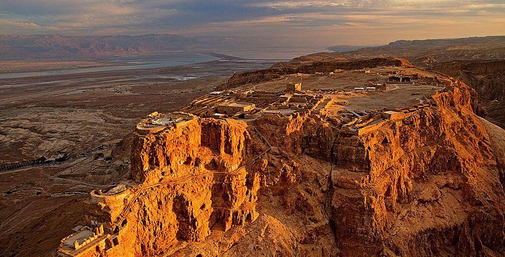 Puis partez vers le site de Massada