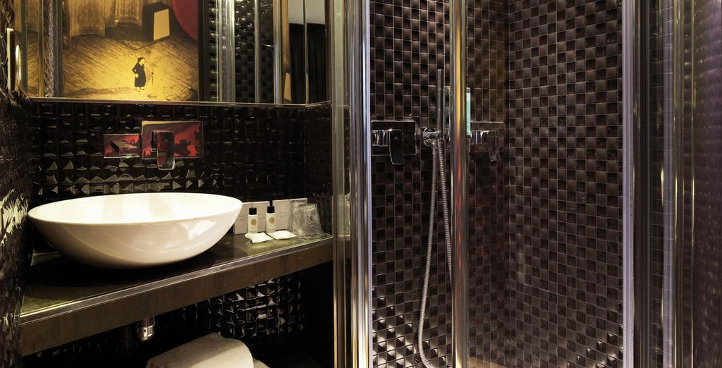Et sa salle de bains élégante