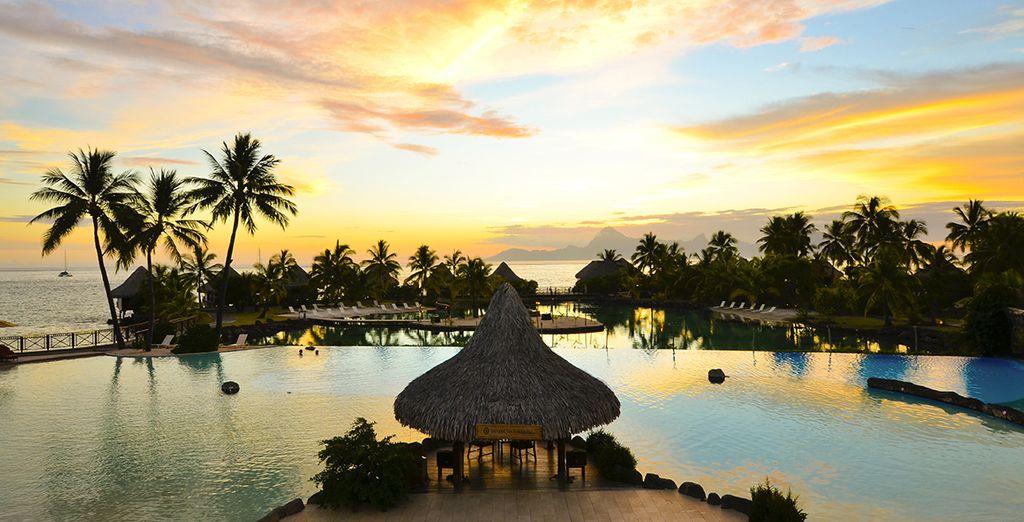 Vous débuterez votre séjour à l'Intercontinental Tahiti 4*...