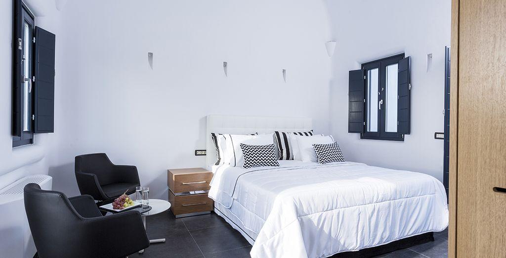 Découvrez votre Senior Suite, offrant une chambre confortable