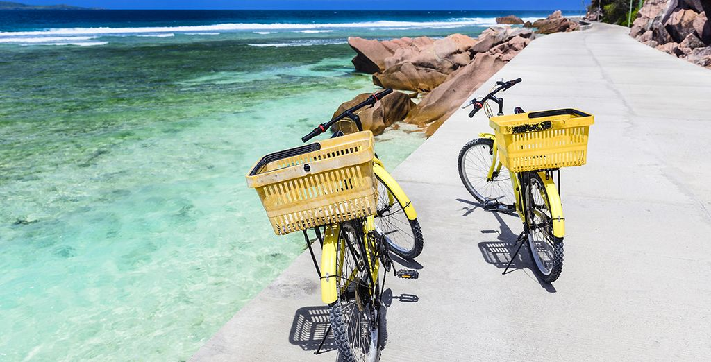 A l'île de La Digue où l'on se déplace à vélo