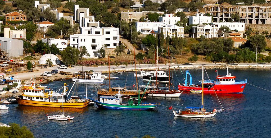 Flânez sur le port de Yalikavak...