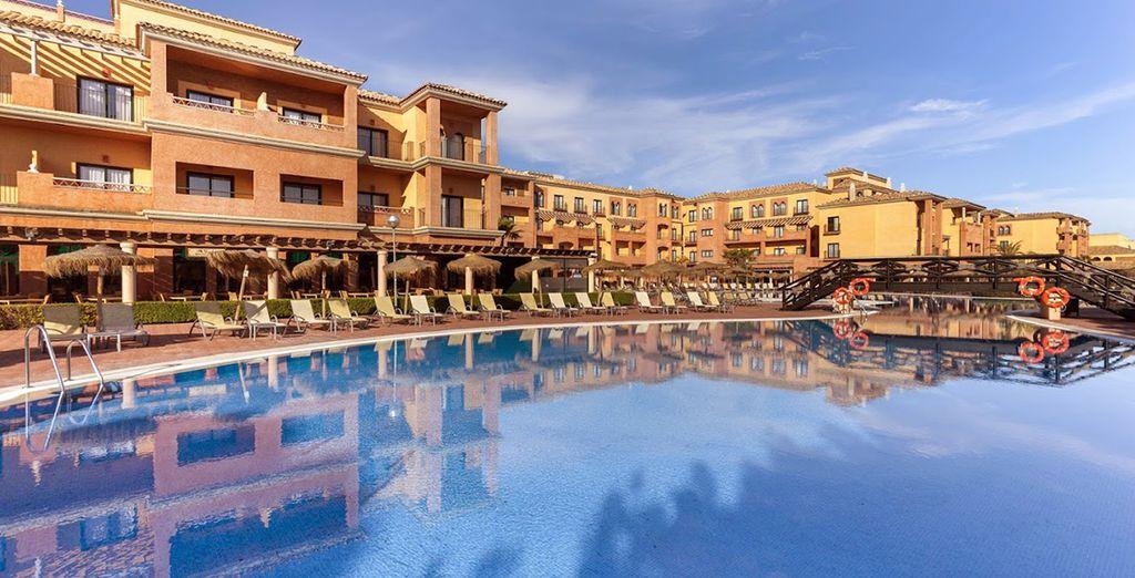 Piquez une tête dans la piscine pour vous rafraichir du soleil de l'Andalousie