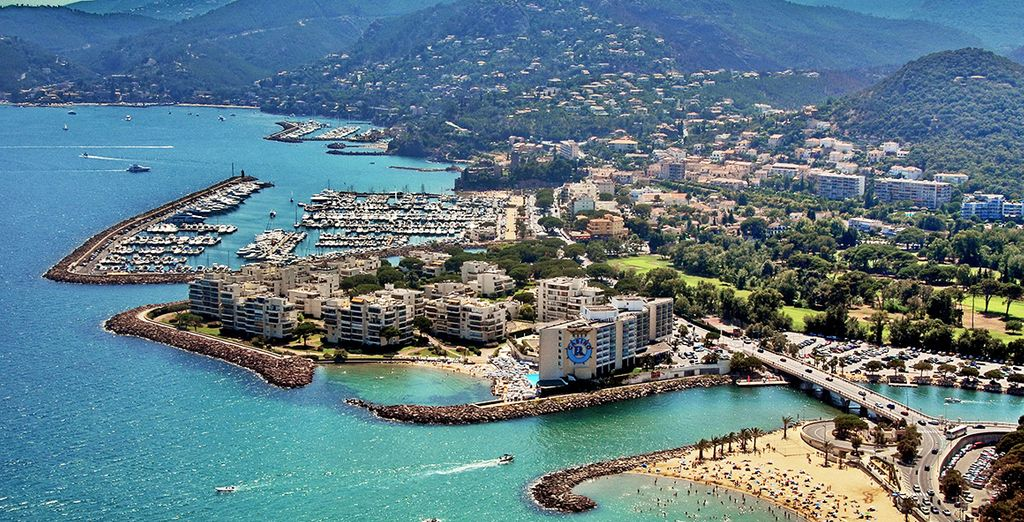 Et découvrez votre pied-à-terre Appart'City Cannes Mandelieu