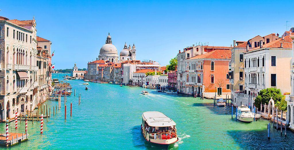 Optez pour nos options proposées avec supplément pour découvrir la ville à bord d'une gondole