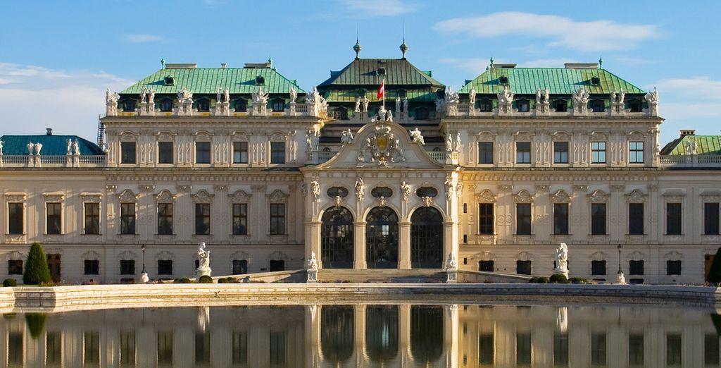Vous serez accueilli par le Palace Belvédère...